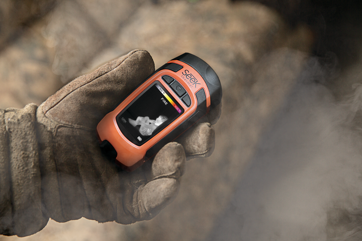 Reveal FirePRO X is the size of a smartphone and offers professional thermal imaging clarity. - Seek Thermal