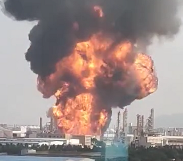 Fireball drawfs southern Chinese petrochemical plant Tuesday afternoon. - Screencapture via Weibo