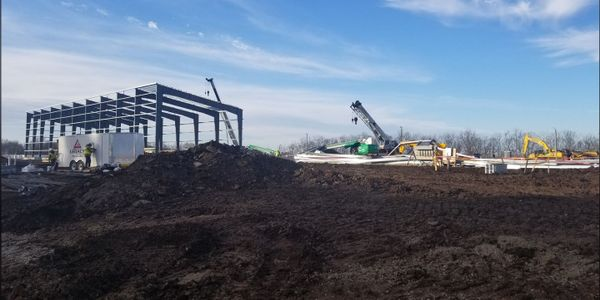 A construction collapse Sunday at DuPont's Circleville, Ohio, chemical plant left one injured.