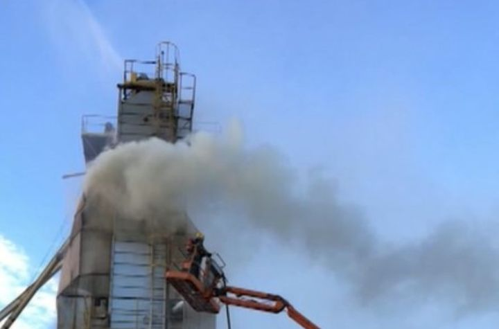 Smoldering fire slowly eats through 200 ton silo of soybeans in Brazil. - Screencapture Via Record TV