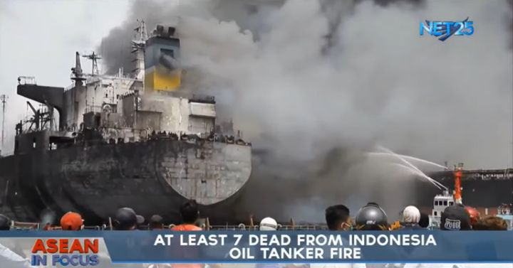 Tanker burning at port in Indonesia. - Screencapture Via Net 25