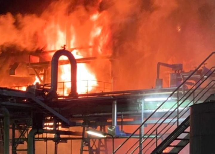 Flames rise behind a process unit at a German refinery Friday night. - Photo Courtesy of FF Salzbergen