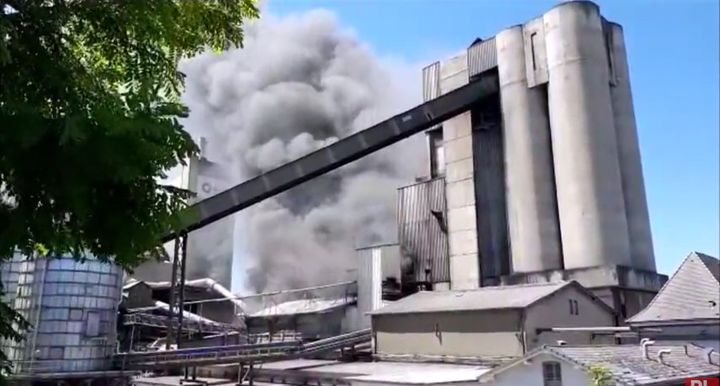 Smoke rises from a cement plant in France Tuesday after waste solvents used to fuel high temperature kilns. - Screencapture Via Le Republicain Lorrain
