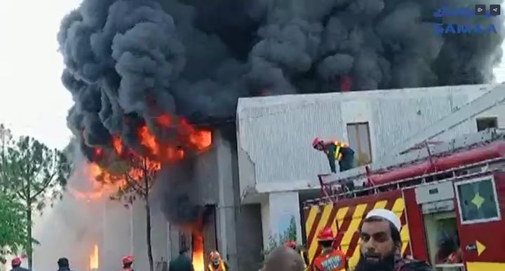 A food processing plant in Pakistan burst into flames Tuesday afternoon. - Screencapture Via SAMAA