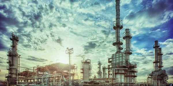 A fire at the Tehran Oil Refinery Company Wednesday left one worker dead and one injured.