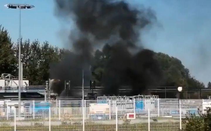 Smoke spreads through the Air Liquide plant Thursdayin Douai, France. - Screencapture Via Twitter