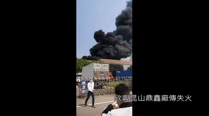 A massive fire broke out at a Chinese electronics plant Sunday. - Screencapture from Epoch Times