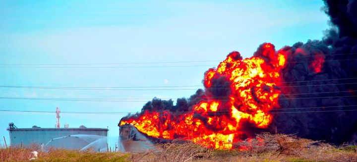 Oil tanks burn at Amuay refinery in Venezuela after a 2012 explosion that killed 48 people. - Joser86h, CC BY-SA 3.0