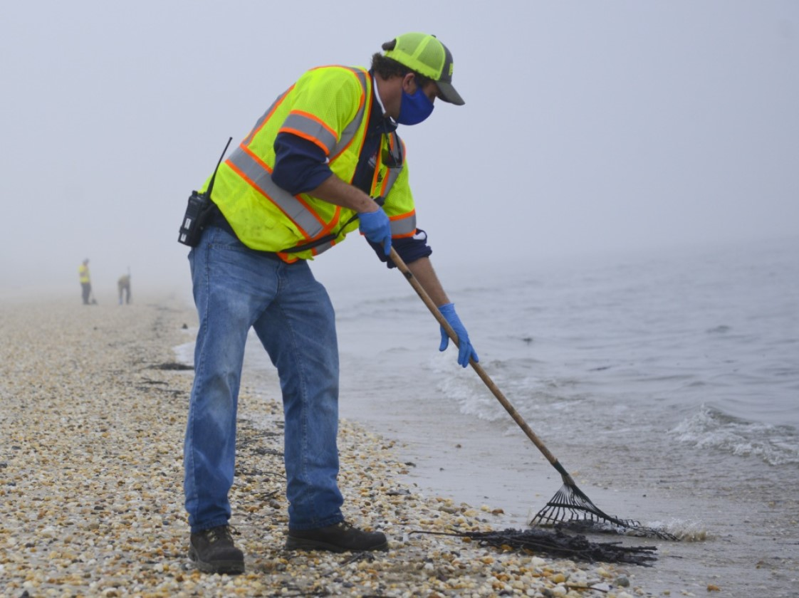 Oil Spill Cleanup of Delaware Bay Continues