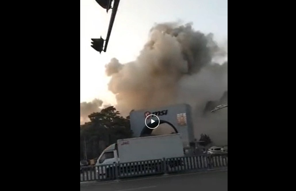 Massive Smoke Cloud Engulfs Chinese Electronics Plant