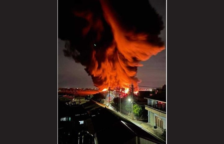 Smoke towers above a burning cotton factory in southern Taiwan Monday night. - Screencapture Via Facebook
