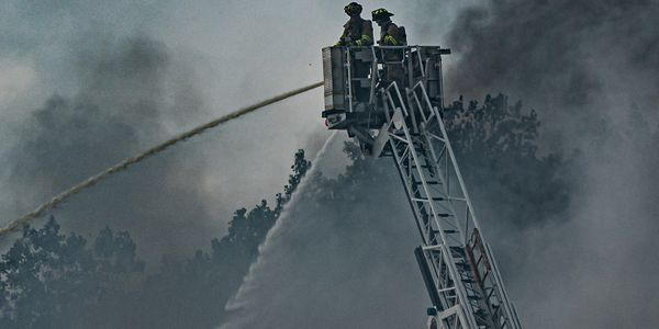 Photographer Spencer Jelinek captured photos of the blaze.