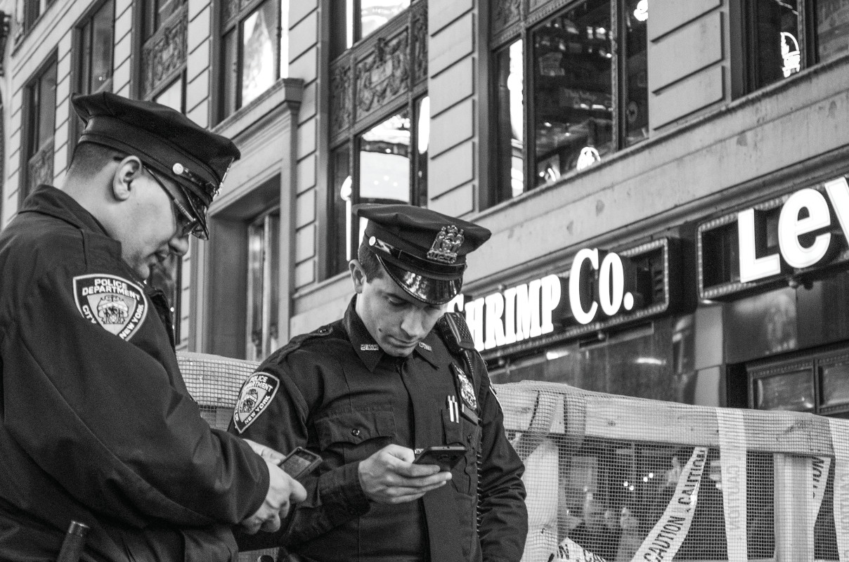 Both consumer and professional apps running on smartphones have become critical tools for patrol officers.  - Photo: unsplash.com/Matthias Kinsella