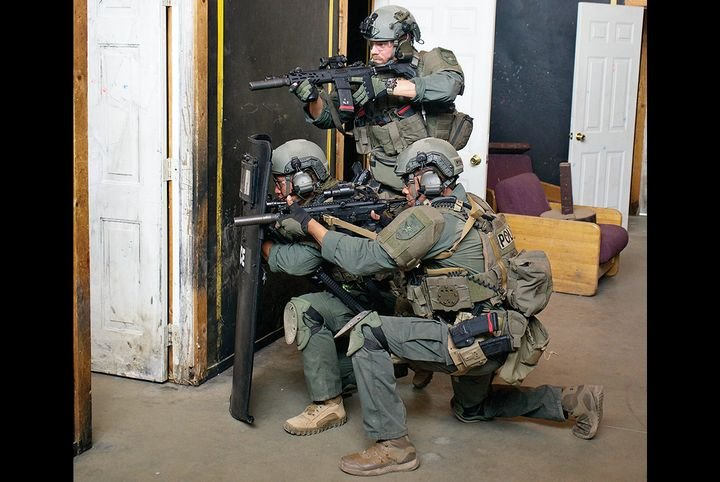 Patrol officers don't have all the equipment and training of tactical units, but they can learn from the tactics, including room clearing from the threshold. - Photo: Franklin Rau
