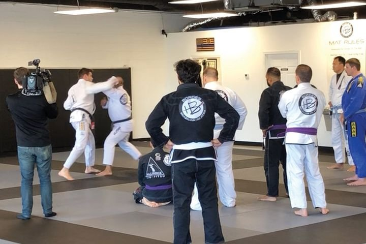 Jiu jitsu can be used as an effective technique for non-deadly force. This 训练 is designed to reduce injuries to suspects as well as 关icers, and BJJ includes focusing on grappling techniques over striking. - 照片:玛丽埃塔(GA)警察局