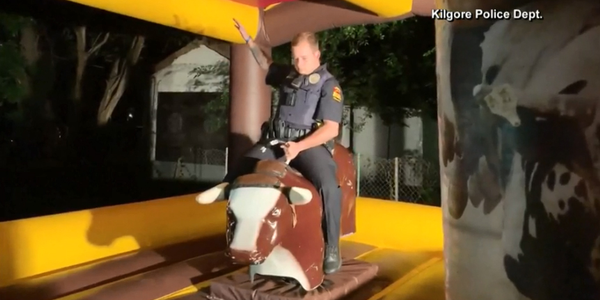 Video: Texas Officer Rides Mechanical Bull at Site of Noise Complaint