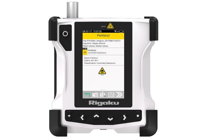 Rigaku ResQ CQL handheld Raman analyzer - Photo: Rigaku