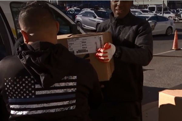 Officers with the Philadelphia Police Department have resumed the annual tradition of delivering Thanksgiving meals to families in need in the City of Brotherly Love. - Screen grab of news report.