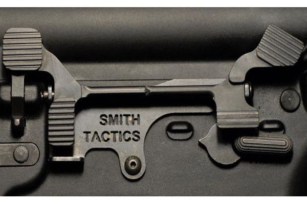 Smith Tactics Battle-Bar extended bolt catch release - Photo: Smith Tactics