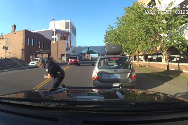 Video: Minnesota Officer Sideswiped on Traffic Stop