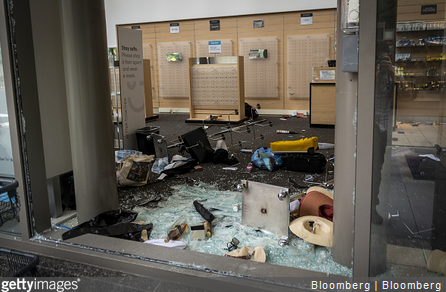 13 Chicago Officers Injured in Downtown Looting, Mayhem