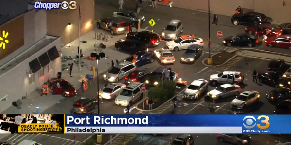 Looters rampage into a WalMart in Philadelphia Tuesday night. (Photo: ABC6 Screen Shot)