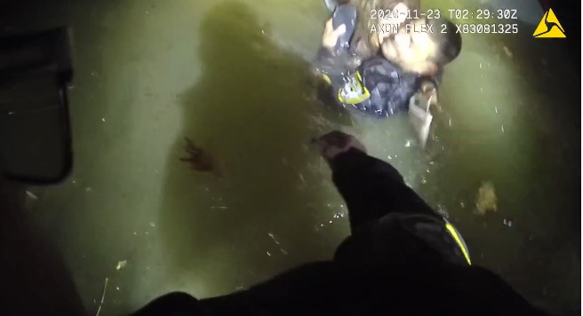 Ohio Officers Rescue Woman from SUV Sinking in River