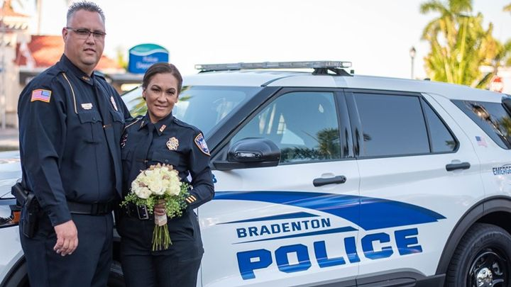 Veteran Bradenton, FL, detectives Jay Gow and Lixa Moyett were married this weekend at police headquarters. (Photo: Bradenton PD) -