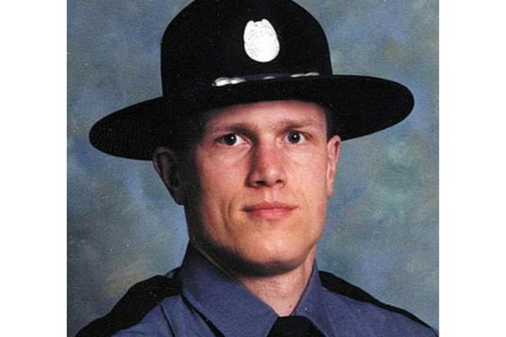 Sergeant John Burright, retired from the Oregon State Police, died early this month from critical injuries he suffered in a 2001 crash. (Photo: Oregon State Police) -