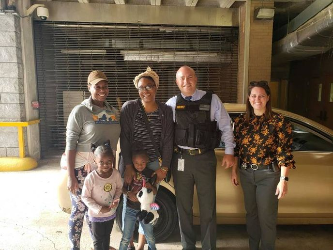 Cobb County Sheriff's deputiesgave a woman a set of better child seats instead of a ticket. (Photo: Cobb County SO) -