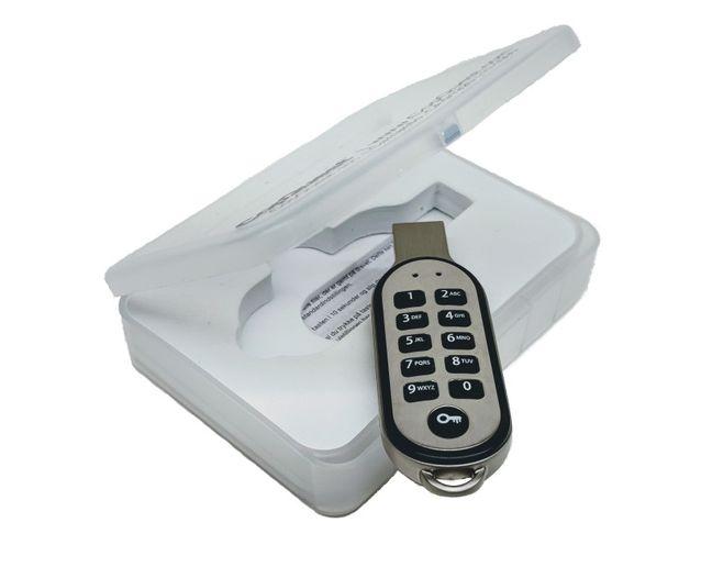 CopQuest PIN-Secured USB Flash Drive  - Photo: CopQuest