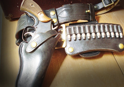 Many of the 12-round loop cartridge carriers used in the 1960s and 1970s simply fit over the top of the duty belt and then fastened with snaps at the bottom. (Photo: Kevin McPherson – Retired New Mexico State Police)