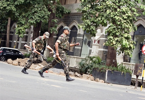 Indian troops respond to the Mumbai terror attacks. In America, police will be on the front lines of such an engagement. Photo: Zuma Press.