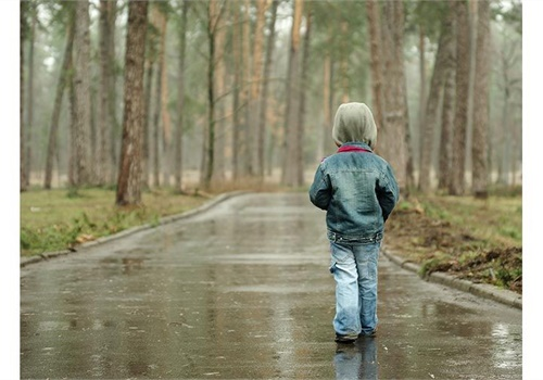Children ages 3 to 6 understand the concept of being lost and may attempt to return home or to a familiar place, but they tend to keep going in one direction. (Photo: iStockphoto.com)