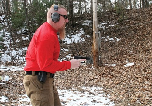 Draw your handgun while raising your elbow up. Once the gun has cleared the holster, drop your elbow straight down into your side, pointing the gun straight ahead at the intended target. Keep your gun and forearm parallel to the ground.