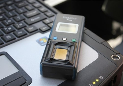 Los Angeles County Sheriff's deputies have been issued wireless fingerprint readers to quickly access records. Photo: Paul Clinton