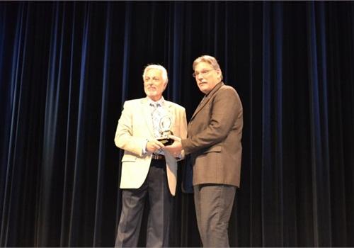 NYPD fleet manager Robert Martinez (right) recieves an industry award. Photo: Lauren Fletcher