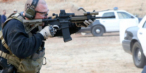 A Los Angeles County Sheriff's deputy trains with an AR-type carbine. Photo by Kim Pham.