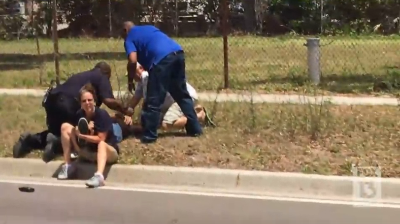 Video: Citizens Help FL Officer Being Attacked by Suspect