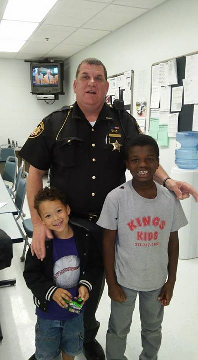 Ohio Deputy Gets Hotel, Buys Clothes for Homeless Mother, Kids