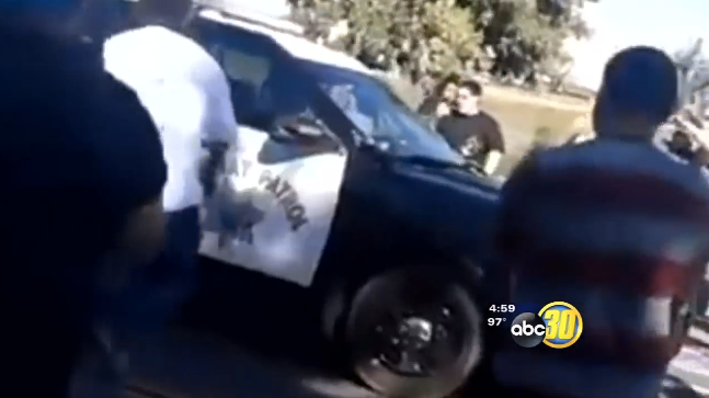 Video: California Trooper Mobbed in Car at Fresno Intersection