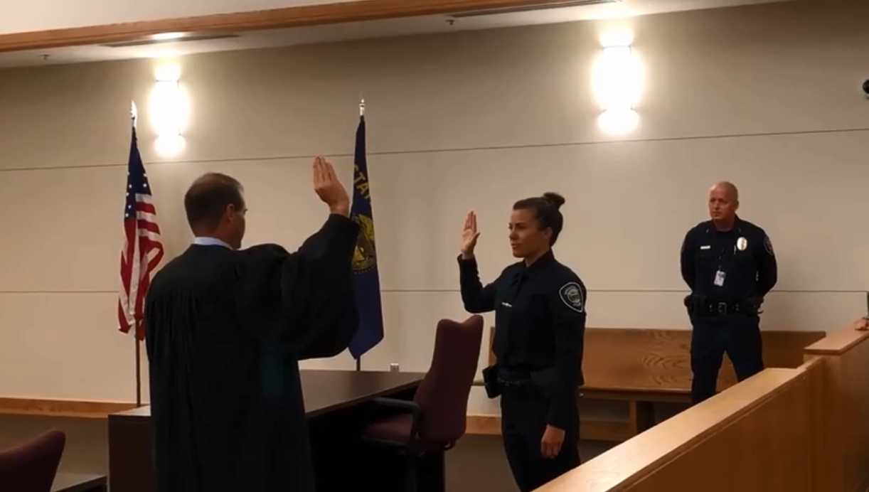 Las Vegas Shooting Survivor Sworn in as Oregon Police Officer
