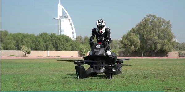 Police officers in Dubai are training on a hoverbike. (Photo: YouTube)