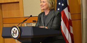 Clinton Dives Into Debate on Police Tactics, Urges Justice Reform