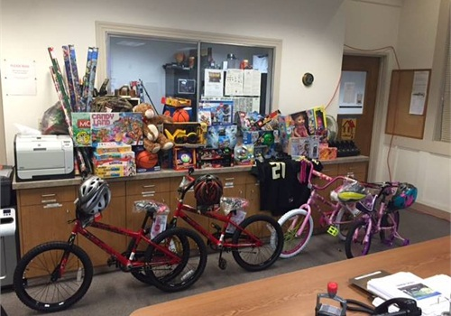 North Bend, OR, Police donated these Christmas gifts to a local family (Photo: Facebook)