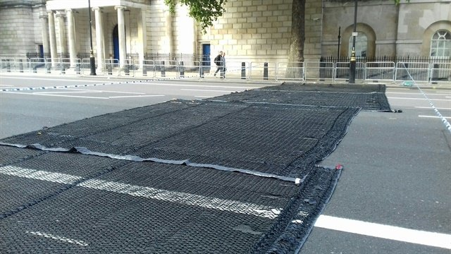 The British police are deploying anti-vehicle nets to prevent terror attacks. (Photo: London Metropolitan Police)