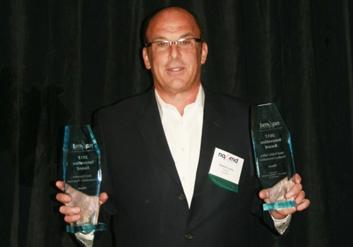 Elbeco President & CEO David Lurio accepted a product innovation award at the NAUMD Expo. (Photo courtesy of Elbeco)