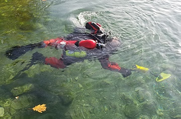 JW Fishers SAR-1 underwater metal detector in use (Photo: JW Fishers)