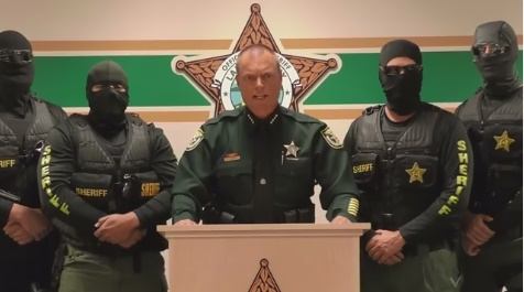 Lake County, FL, Sheriff Peyton Grinnell is arresting local drug just like he promised in a video that went viral last week. (Photo: Screen shot from Facebook video vyLake County SO)