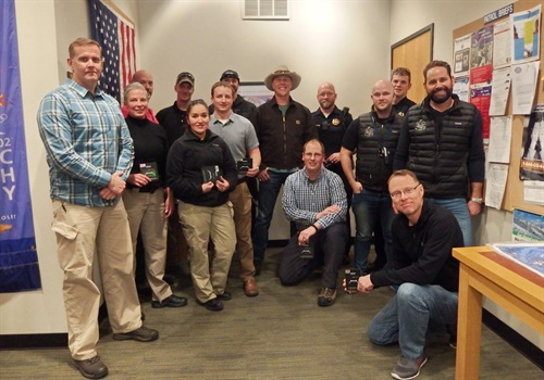 James Hetfield delivered gifts to Vail (CO) PD officers. (Photo: All Within My Hands foundation/Twitter)
